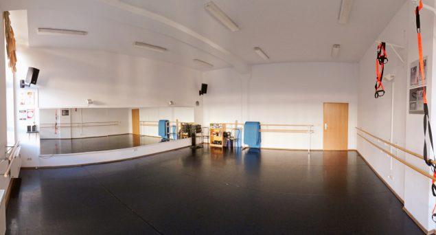 Foto Tanzstudio tendance. Bodenbelag schwarz Wandfarbe weiß