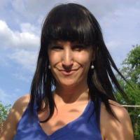 Foto einer Person Hintergrund blau