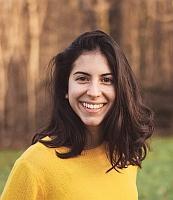 Foto einer Person Hintergrund Wald